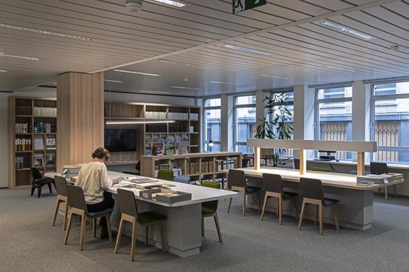 Vue de la salle de lecture du centre de documentation
