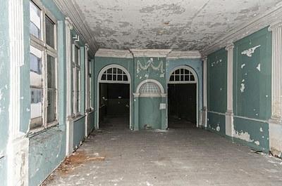 Salon du XVIIIe siècle à l'étage, avant restauration.   © urban.brussels
