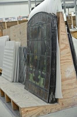 Les vitraux démontés avant leur restauration (photo 2017) © urban.brussels