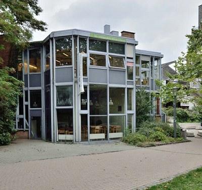 Le restaurant universitaire. Photo A. de Ville de Goyet © urban.brussels